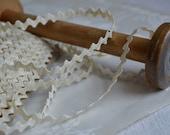 Vintage rich rac style braid, 1940s unused, length of 8 yards