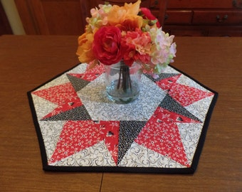 Black and White Table Topper, Red, Black and white Table Topper, Quilted Table Mat, black and white quilted Table Mat