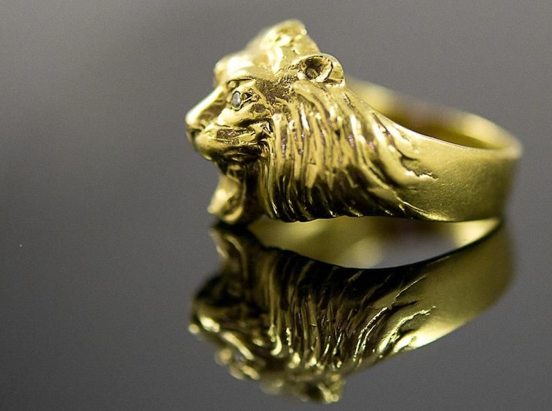 b2ebbe3fc20a3 Powerful 18k Gold Antique Lion's Head Ring. Hefty Unisex Ring: Roaring  Lion. Diamond Eyes Ring.