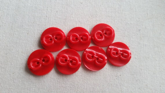 Red Vintage 2 hole 20 mm Buttons set of 7
