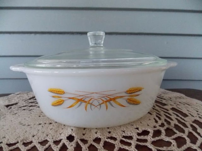Fire King Casserole Golden Wheat With Clear Glass Lid Round 1.5 Quart White Milk Glass USA