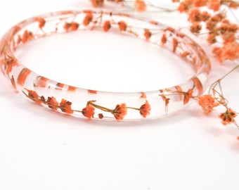 Orange flower bracelet, Resin Bracelet, Real Flower Resin Bracelet, Resin Bangle, Baby's breath, Plant Bracelet, Botanical jewelry, Size L