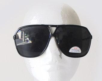 6dc1b8a675 80 s Deadstock Black Frame Goldtone Metal Arm Oversize Aviator Sunglasses