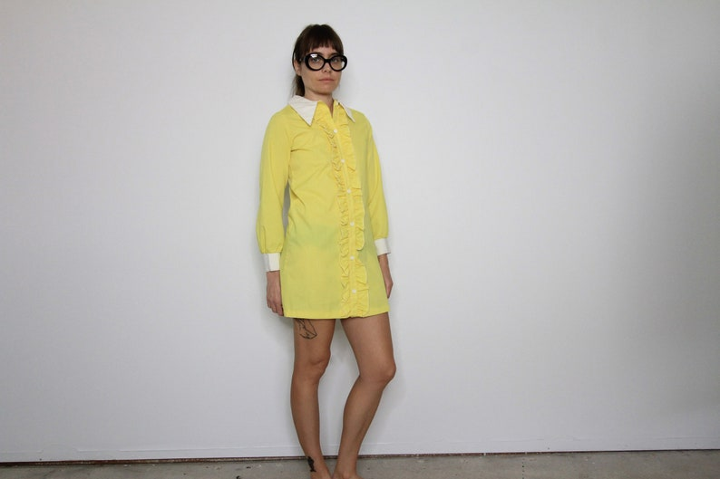 Ruffle Front Dagger Collar Yellow 70/'s Vintage Mini Dress