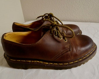 6e09359915ad71 Nice Pair Of Vintage  Dr Martens  Shoes