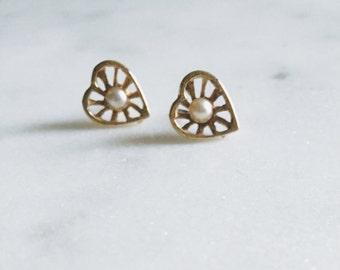 1980's Vintage Gold Back Heart Pearl Stud Earrings