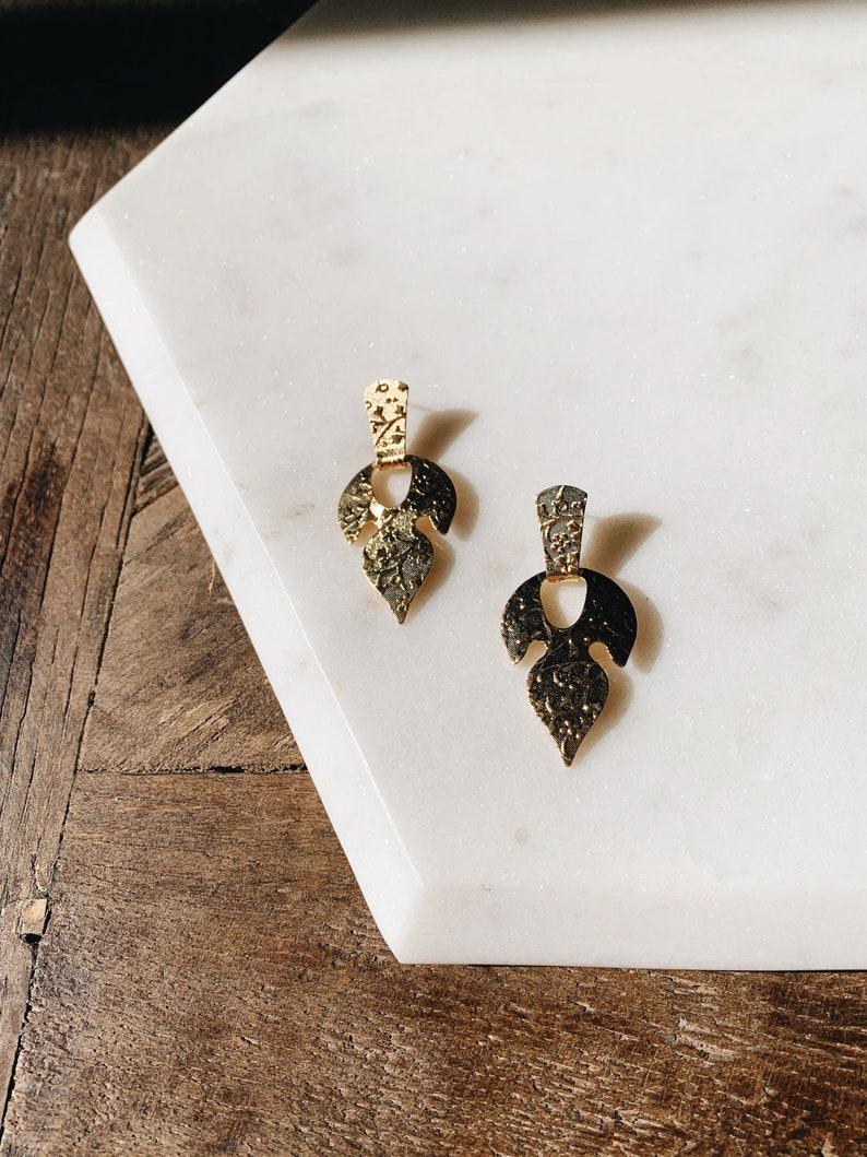 1990/'s Dead Stock Vintage Gold Floral Embossed leaf Drop Earrings