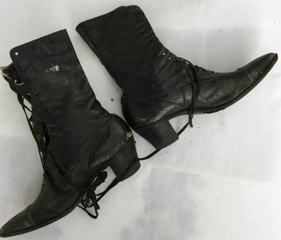 Victorian boots in leather marked Walk Over on la… - image 2
