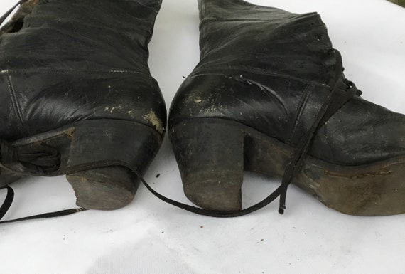 Victorian boots in leather marked Walk Over on la… - image 5