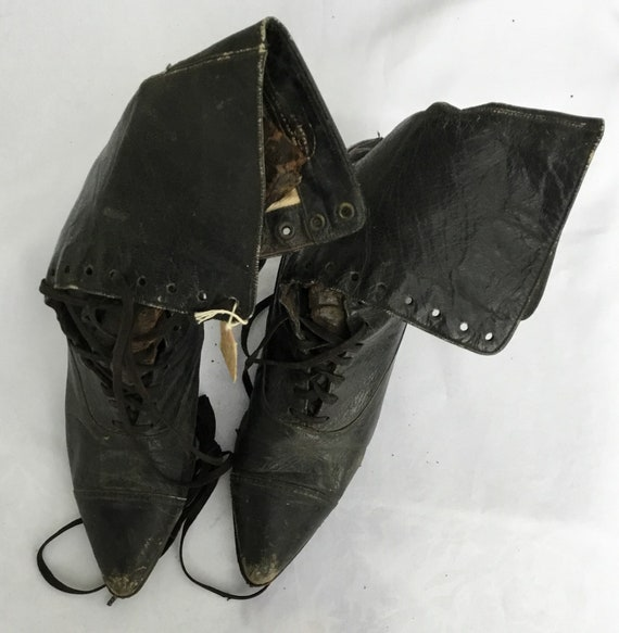 Victorian boots in leather marked Walk Over on la… - image 4