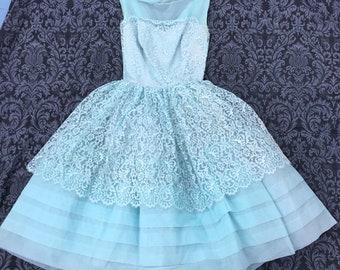 Super cute 1950's blue dress. Perfect for prom!