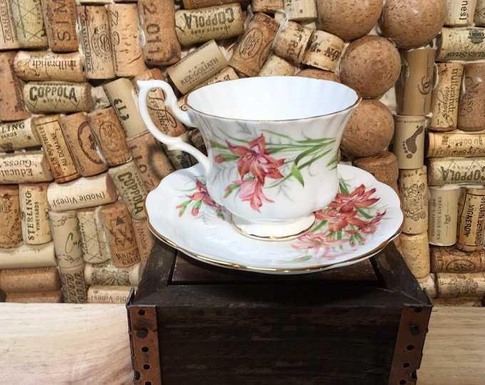 FREE SHIPPING! Vintage Royal Albert  Floral Friendship Gladiolus Tea Cup and Saucer, bone china, England