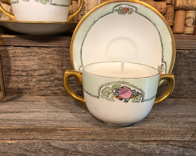 Vintage floral tea cup filled with a soy candle, Bohemian Queen scent. SHIPS FREE!
