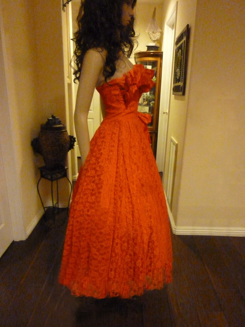 Gorgeous Strapless 50/'s Style Lace Prom Dress with full Circle Skirt from the 1990/'s