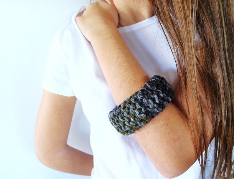 dde0d6c6a7c2 Pulsera de lana para mujer. Pulseras originales hechas a mano. | Etsy