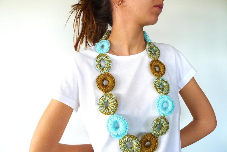 18019e5febae Collar de ganchillo color aguamarina Collares de crochet
