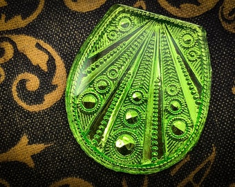 Vintage 31mm Art Deco Pendant Art Nouveau Ultra Rare Peridot Lime Green Foil Art Glass Intaglio - Flapper Era West German Glass - 1pc