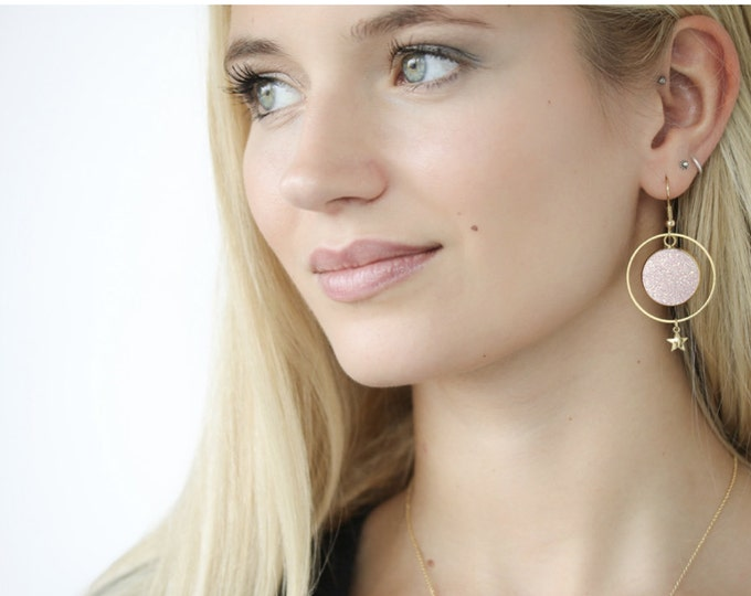 1 pair of earrings in the air resin glitter