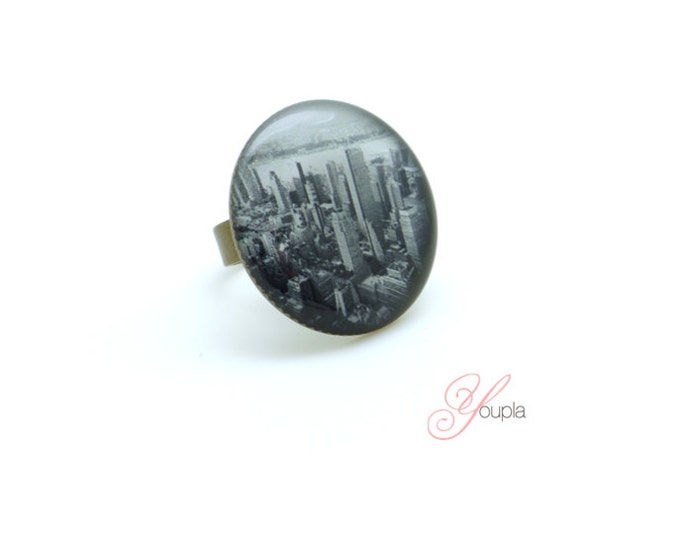 Ring in resin CD56 (diameter 25mm) - brass - collection La Plume to the ear