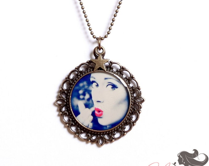 Resin pendant CD15 (diameter 25mm) - brass - collection La Plume to the ear