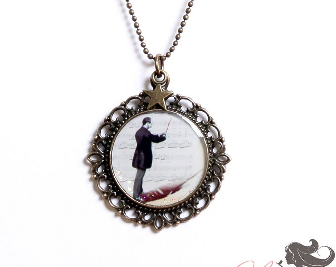 Resin pendant TL1 (diameter 25mm) - brass - collection La Plume to the ear