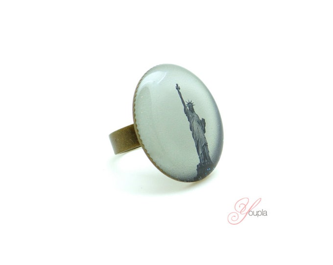 Ring in resin CD55 (diameter 25mm) - brass - collection La Plume to the ear