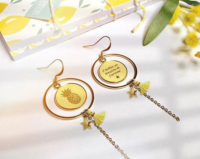 1 pair of earrings in leather branded
