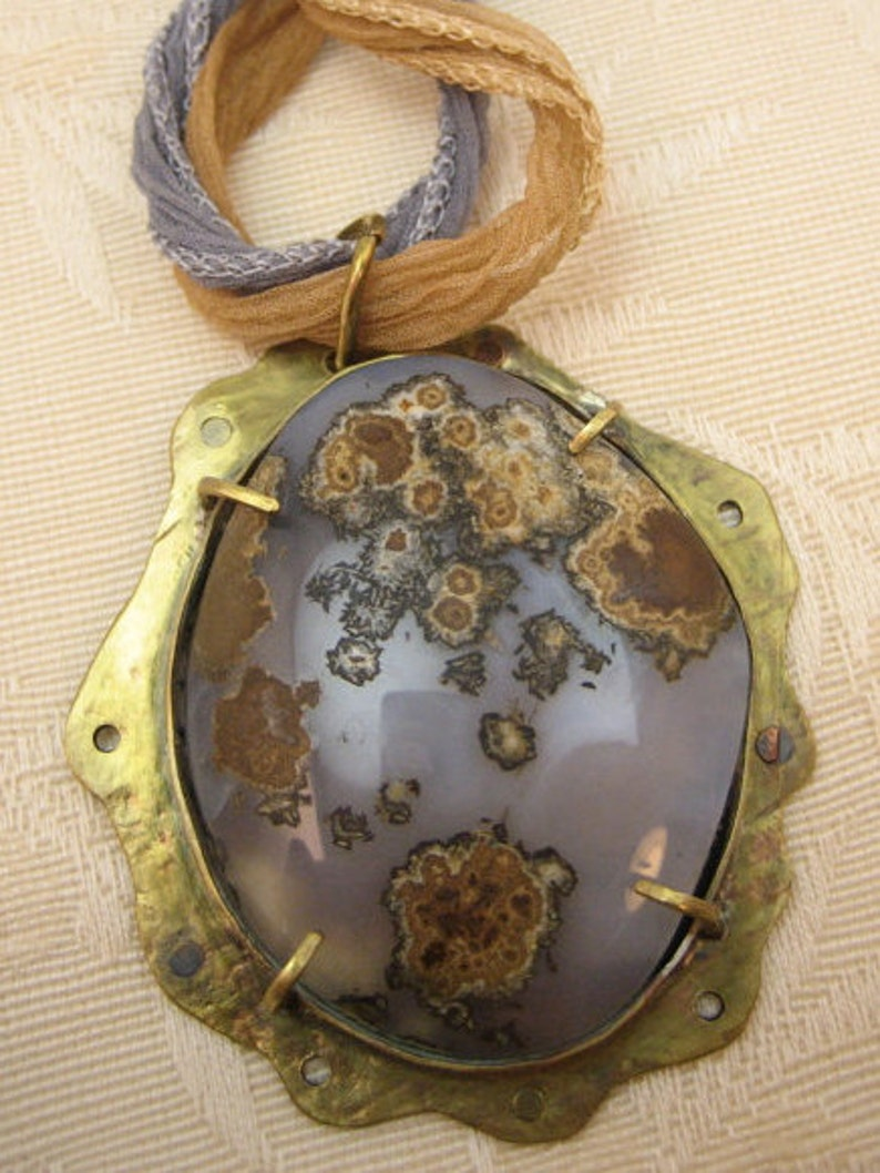 Huge and luminous MOSS AGATE pendant necklace with silk ribbon in a brass and copper setting