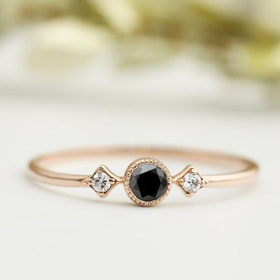 bague en or rose avec diamant noir