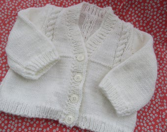 6d15fa3fc917 White baby sweater