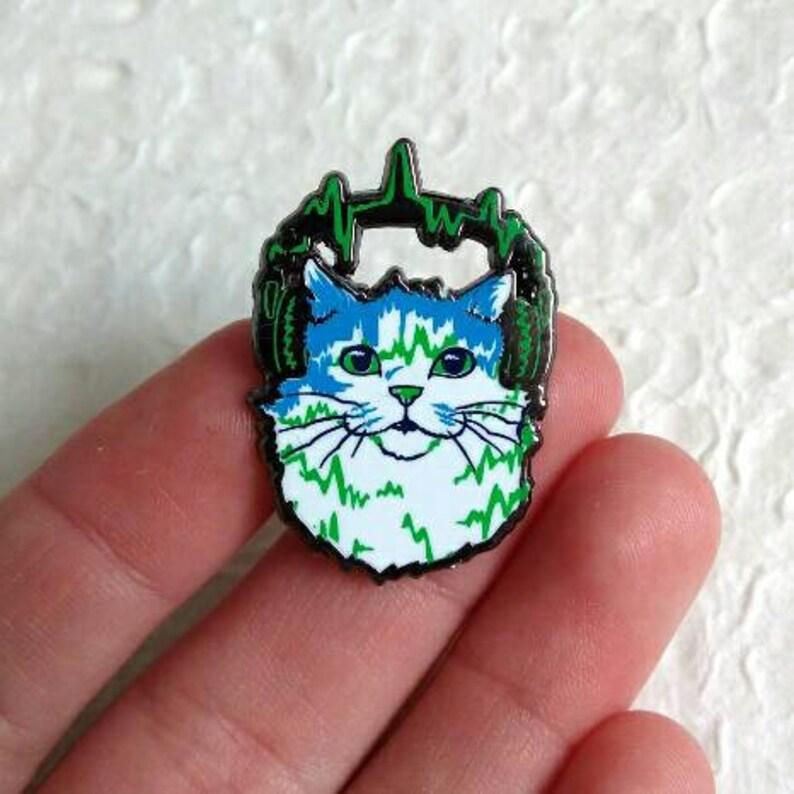 Jazz Cat enamel pin image 0
