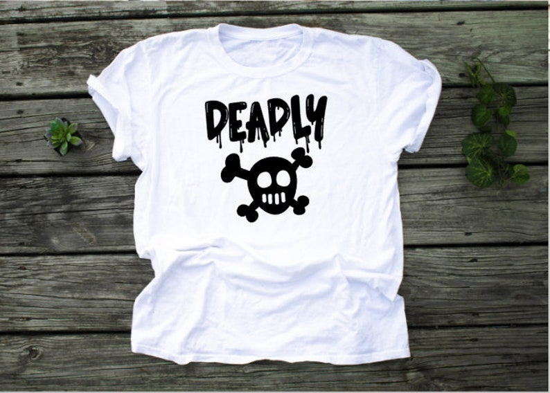 Unisex Adult Skull and Cross Bones Tee Adult Halloween Shirt image 0
