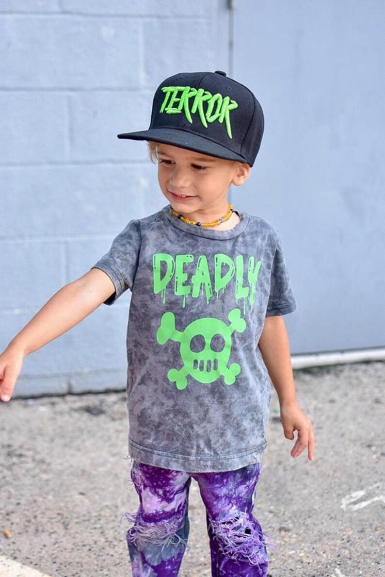 Kids Skull and Cross Bones Shirt Vintage Style Halloween Charcoal/green desig