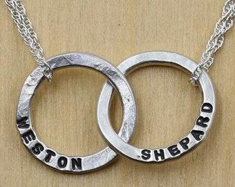 Interlocking Circle Name Necklace