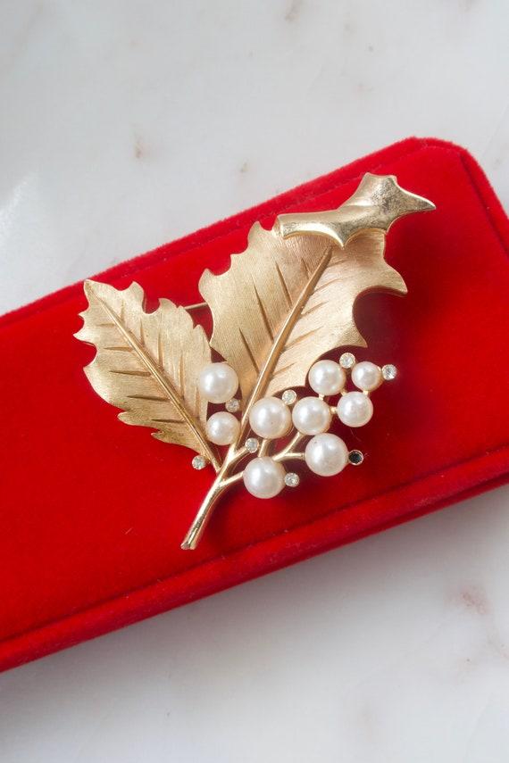 Vintage Crown Trifari Pearl Leaf Brooch