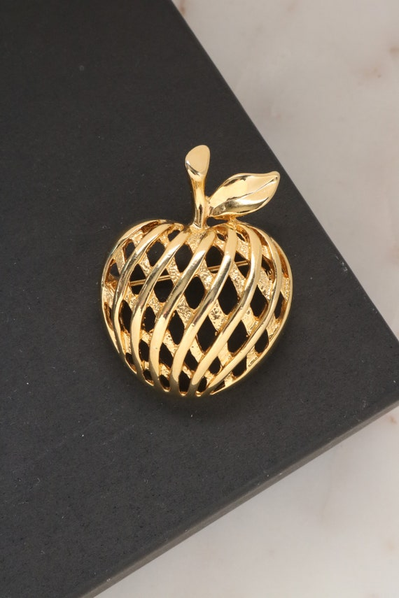 Vintage Gold Apple Brooch - Fruit Apple Brooch