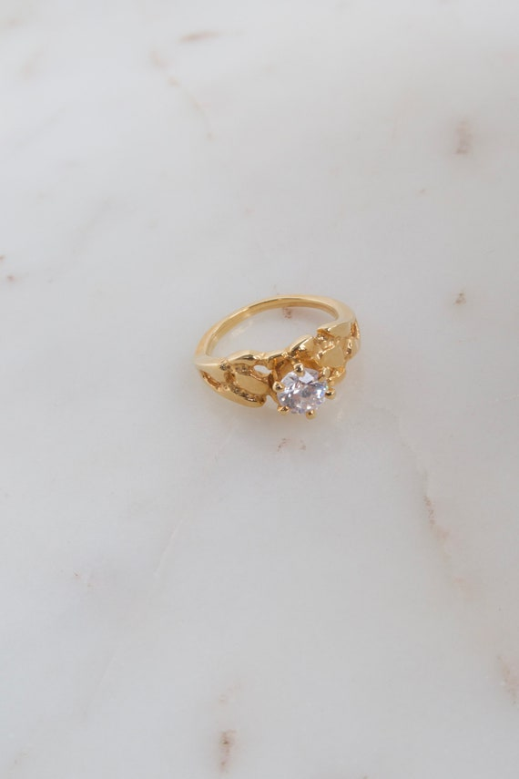 Vintage Solitaire Gold Ring - 7.25 ring - image 3