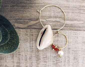 Circle earrings in gold-plated brass with shell, mini bead and coral