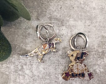 Mini circle earrings with bear or dinosaur with colored zircons