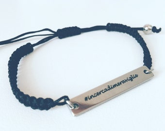 Bracelet with engraved laser engraving and macramè cord