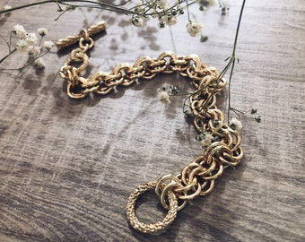 Bracelets with golden aluminum chains