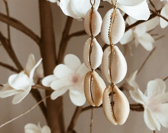 Long earrings with shells