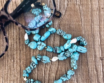 Chain for glasses with turquoise howlite stones and small shells