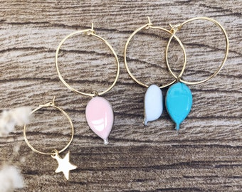 Hoop earrings in gold plated brass with enameled balloon and golden star