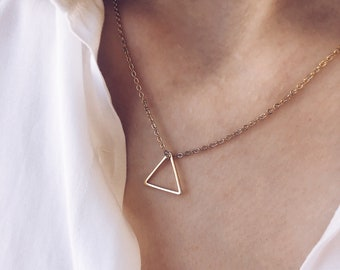 Necklace with golden steel chain and triangle in gold plated brass