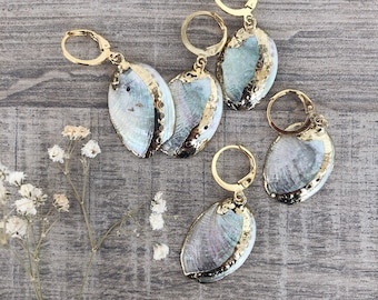 Mono mini circle earrings in gold plated brass with natural shell