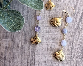Mini hoops earrings in gold-plated brass with agate stones and sea-themed pendants