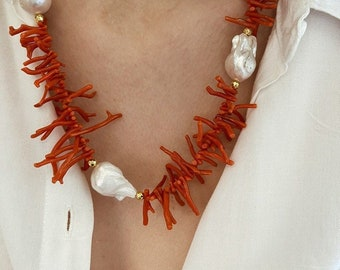 Long necklace with natural coral branches and scaramazza pearls
