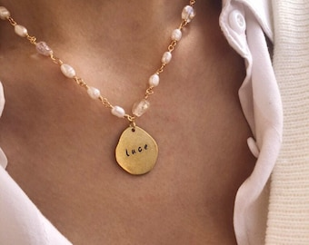 Necklace with rosary chain with river pearls and stones and hand engraved brass medal - ITALIC