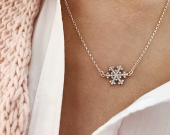 Winter Wonderland - Necklace entirely made of 925 silver with snowflake pendant with cubic zirconia